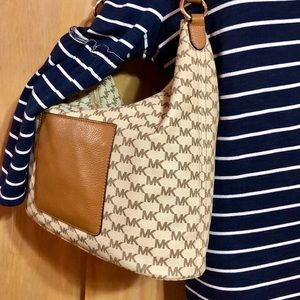 Michael Kors Bags - Michael Kors Signature Canvas & Leather Hobo Bag